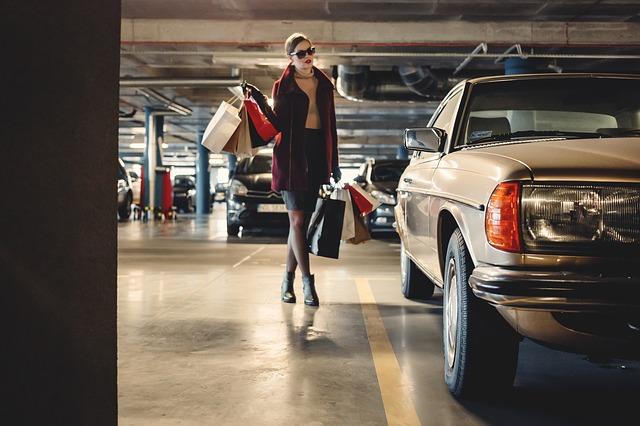 ドアパンチ・保険・等級駐車場の当て逃げは車両保険の契約タイプで扱いが異なる