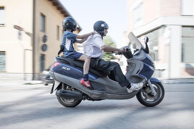 年齢条件・運転者限定・関係なし・チューリッヒ|原付特約(ファミリーバイク特約)の詳細解説