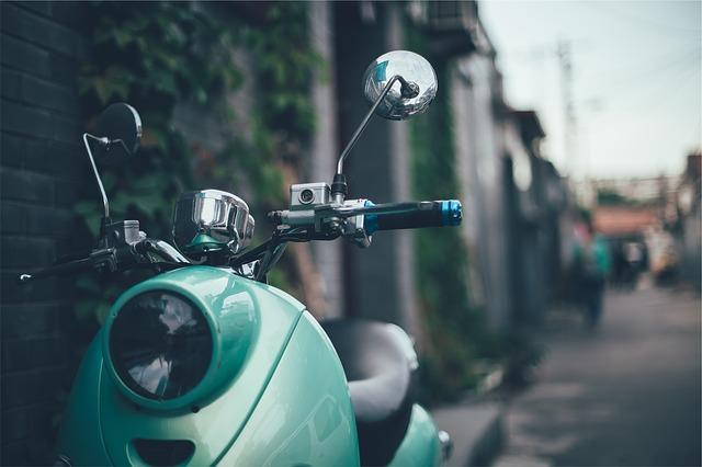 自動車保険・ファミリーバイク特約・人身傷害型・自損型・通勤・盗難・車両保険・保険料・必要・年齢・自転車