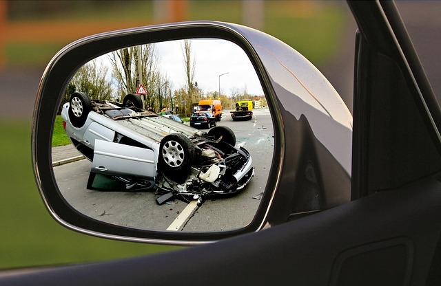 車両全損修理時特約・車両全損時諸費用補償特約とは|車が全損した時のお見舞金