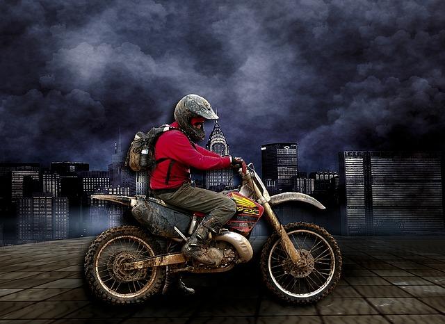 3社の年齢条件を比較すると・おとなの自動車保険(セゾン) バイク保険見積もり・金額・値段