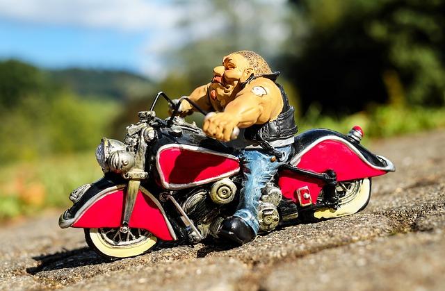 3社の年齢条件を比較・バイク保険 安い|原付・125・250・400|見積もり