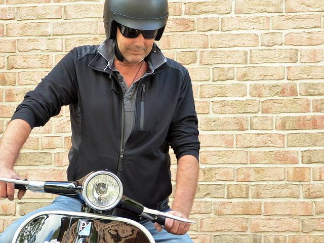 任意保険は2種類・原付バイク任意保険|月払いの保険料はどのくらい?月々・月額