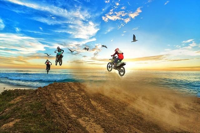 別個の保険として扱われる・ファミリーバイク特約250ccや400ccはダメ125cc以下が対象
