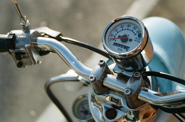 原付バイクならファミリーバイク特約でもいいです・バイク保険 評判|チューリッヒ・アクサダイレクト・三井ダイレクト