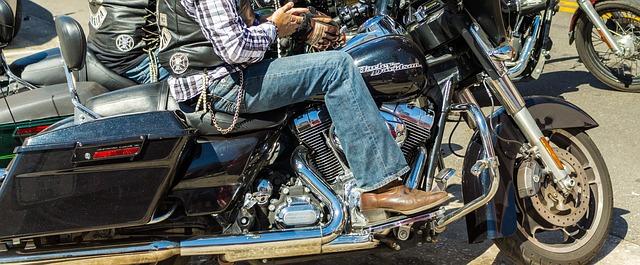 御三家の年齢条件を比較・バイク保険 評判|チューリッヒ・アクサダイレクト・三井ダイレクト