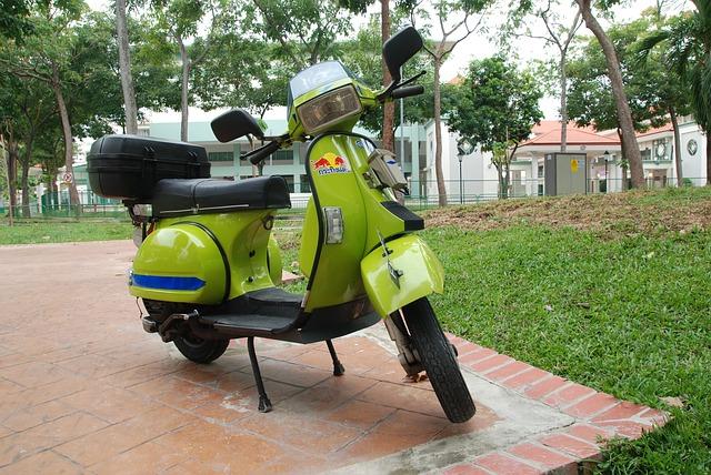 自賠責保険証明書とステッカーが加入を証明・原付・自賠責・更新・いつから・日数・何ヶ月前から・タイミング・期間・いつまで・期限・50cc・125cc