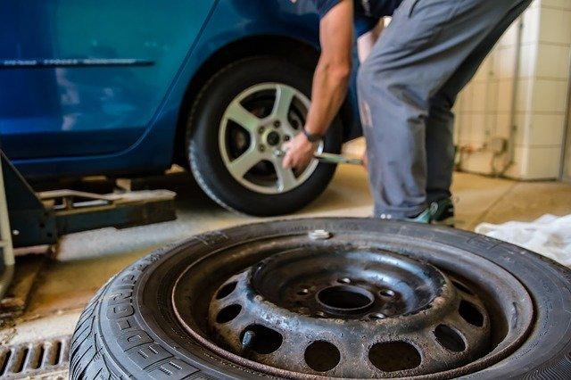 タイヤローテーション・料金・費用・工賃・方向・方法・やり方・マーク・FF・FR・逆・距離・時期