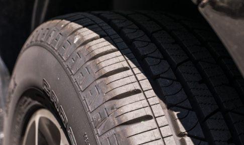 車・タイヤ・パンク・バースト・修理・料金・保険・jaf・ロードサービス・交換・走行・音
