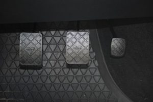 ポンピングブレーキ・煽り・追突防止・雪道・abs・教習所・メリット・デメリット