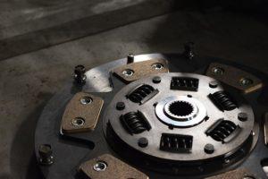 クラッチスプリング・とは・交換時期・交換費用・修理・へたり・破損・衰損
