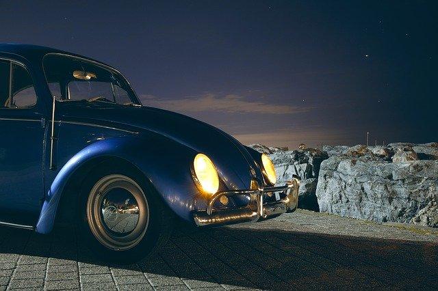 車のハイビームとロービームの使い分け・道交法