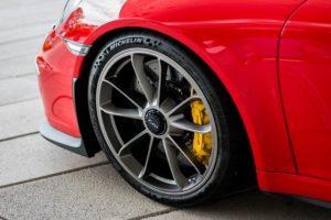 新品タイヤ・空気圧・高め・空気・抜ける
