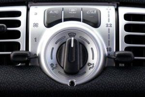 車・エアコン・バッテリー・上がる・上がり・時間