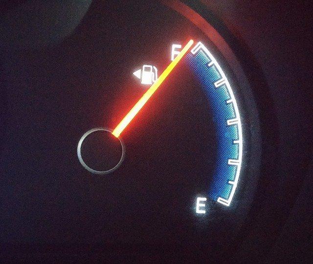 車・ガソリンメーター・燃料計・動かない