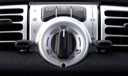 車・エアコンコンプレッサー・動かない