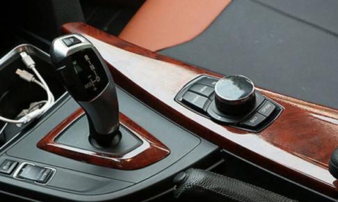 自動車・木目調・ウッドパネル・ダサい・内装・安っぽい